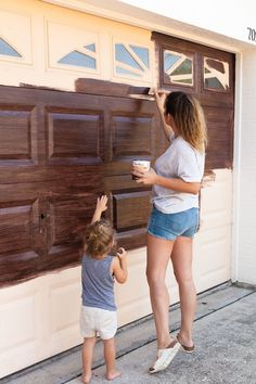 DIY Garage Door Makeover Transform your garage door to a gorgeous faux wood door with this easy gel stain DIY garage door makeover! We've been dreaming up garage door makeover ideas since we first purchased our home, and though we've Metal Garage Doors, Garage Door Colors, Garage Door Paint, Garage Door Hardware, Garage Door Makeover, Exterior Makeover, House Paint Exterior, Exterior House Colors, Faux Wood Garage Door Diy