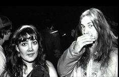 Músico legendario, figura del grunge, artista sobrevalorado, adicto a la heroína y director de cortometrajes de terror llenos de locura e inocencia insana.