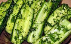 Uhorková sezóna je pomaly tu a preto sme si pre vás zozbierali tipy, ako ich čo najlepšie využiť. Vyskúšajte zavariť uhorky v umývačke riadu alebo si pripravte chutnú tzatziki omáčku. Tzatziki, New Recipes, Zucchini, Grilling, Salads, Food And Drink, Appetizers, Dishes, Vegetables