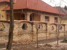 Bontott tégla kerítés Brick Fence, Brick And Mortar, Gate, Exterior, Architecture, House Styles, Funny Animals, Gardening, Home Decor