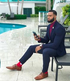 dressy mens fashion that looks great ! Sharp Dressed Man, Well Dressed Men, Mens Fashion Suits, Mens Suits, Fashion Business, Men In Black, Suit Combinations, Mens Style Guide, Suit And Tie