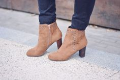 bottines-en-daim-et-a-clous