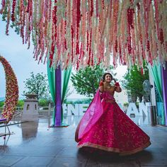This bride wore a fuschia pink Sabyasachi lehenga for her mehendi and it's the best thing you'll see today! Sabyasachi Bride, Miss India, Mehendi, Desi, Bollywood, Saree, Indian, Bridal, Pink