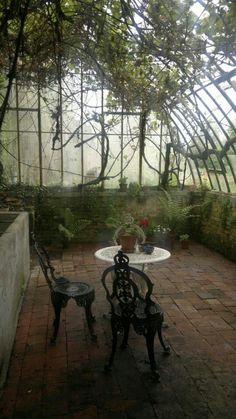 Écrin féérique de verdure et de tranquillité. Serre - Chapelle - Conservatoire botanique http://www.webencheres.com/materiels-occasions-74658/materiel/materiel-espaces-verts/autres-materiels-espaces-verts/serre