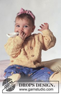 """Miss Sunshine / DROPS Baby - DROPS jacket with square pattern and socks in """"Safran"""". Knitting For Charity, Knitting For Kids, Free Knitting, Baby Knitting Patterns Free Newborn, Kids Knitting Patterns, Cardigan Bebe, Baby Cardigan, Drops Patterns, Baby Patterns"""
