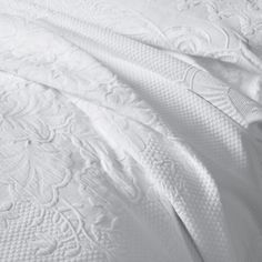 Free UK delivery over Refresh your bedroom this Spring with bedspreads, cushions & throws from The White Company. Available from Single to King Sizes. Small Cushion Covers, Small Cushions, Bed Cushions, Scatter Cushions, Colchas King, White Bedspreads, Comforters, Quilting, Chart Design