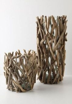 Напольные вазы своими руками: 50 вдохновляющих идей и лучшие реализации в интерьере http://happymodern.ru/napolnye-vazy-svoimi-rukami-sozdaem-nepovtorimyj-dekor/ Обычные стеклянные вазы обклеенные ветками будут выглядеть довольно интересно