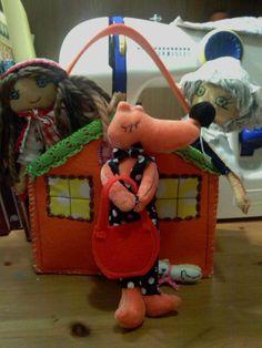 La caperucita roja, es la casa de la abuelita y mira que lobito!!! esta casa está en Tokio!