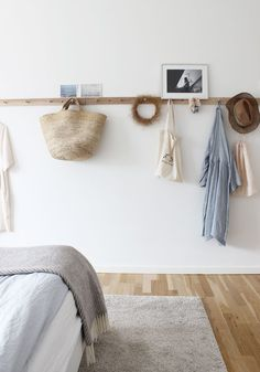 Scandinavian Interior Design (Best Nordic Decor Ideas, Home Decor, What could be cozier than cuddling under thick weaved blankets while the cold winter months wails outside your window? Scandinavian Bedroom, Scandinavian Interior Design, Nordic Bedroom, Scandinavian Style, Nordic Style, Estilo Shaker, Home Decor Bedroom, Bedroom Ideas, Bedroom Signs