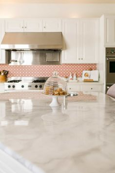 Here's What Happened When I Painted My Countertop Faux Marble Faux Marble Countertop, Painting Countertops, Kitchen Countertops, Homemade Furniture, Homemade Home Decor, Diy Home Decor, Marble Painting, Faux Painting, Beautiful Mess