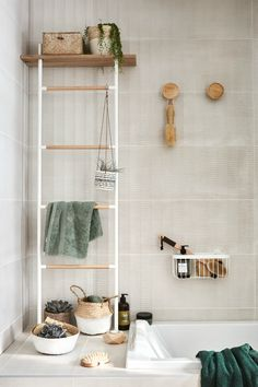 Porte-serviettes à poser, Scandi white 0 vertical Rattan, Wicker, Bathroom Design Layout, Bath Caddy, Small Bathroom, Bathroom Ideas, Ladder Decor, Interior, Inspiration