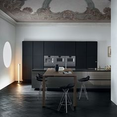 Poliform Varenna Twelve kitchen by Carlo Colombo and CR&S Varenna.