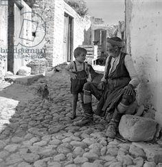 Old man with a boy Crete, Greece Photo by Voula Papaioannou. Greece Pictures, Old Pictures, Old Photos, Vintage Photos, Crete Greece, Athens Greece, Greece Photography, Couple Photography, Crete Island