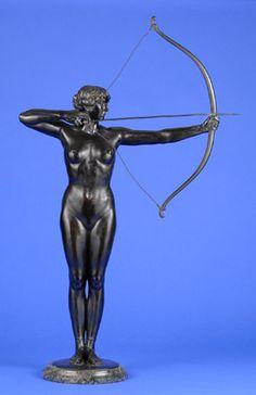 epcke, Ferdinand 1866 Coburg - 1909 Bogenschützin. Bronze. Signiert. Gießerstempel: Aktiengesellschaft Gladenbeck Berlin. Marmorplinthe. H 98 cm