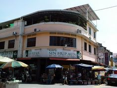 View of Sin Hup Aun Cafe at the junction of Market Road and Moulmein Road - known for hokkien mee, indian apom and other local foods