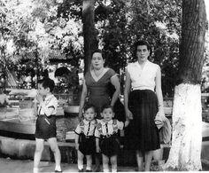 Sra. Marina de Silveira y sus hijos; Oswaldo,Pablo y Ricardo