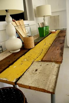 Crazy-easy DIY reclaimed wood table. This blog is full of great DIY ideas.
