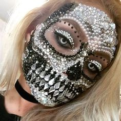 Do this as a straightforward glam skeleton rather than a Dia de los Muertos suga Halloween Special Makeup, Special Effects Makeup, Halloween Kostüm, Halloween Face Makeup, Sugar Skull Halloween, Vintage Halloween, Halloween Costumes, Cosplay Make-up, Helloween Make Up