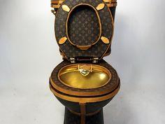 В Лос-Анджелесе презентовали туалет, выполненный из сумок Louis Vuitton http://www.trendspace.ru/moda/v_los_andzhelese_prezentovali_tualet_vypolnennyy_iz_sumok_louis_vuitton/
