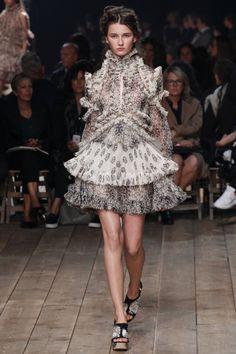 Alexander McQueen Spring 2016 Ready-to-Wear Collection Photos - Vogue Fashion Week, Runway Fashion, High Fashion, Fashion Show, Womens Fashion, Fashion Design, Fashion Trends, Paris Fashion, Fashion Details