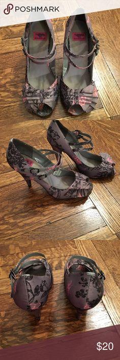 Rocket Dog Pumps Grey black and pink floral peep toe pumps.  Size 6 Rocket Dog Shoes Heels