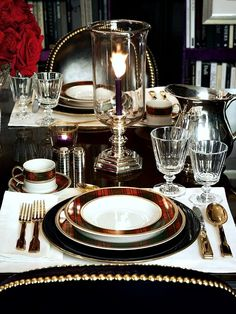 Some of my favorite Christmas table settings for holiday decorating. Sharing a little traditional decor-tartan plaids, silver pieces & heirloom china. Image/ Ralph Lauren