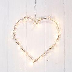 http://ift.tt/1S8ACne Metallherz mit 40 warmweißen LEDs und Perlen Lichterherz @buynowiili&
