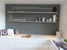Drivved-hylle på kjøkkenet (noelleklykken)