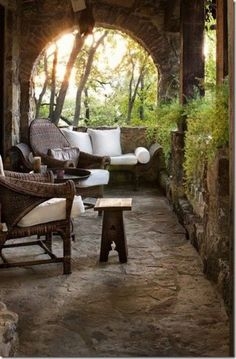 Beautiful area for reading, if I do say so. Natural stone and frothy ferns.