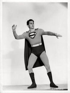 SUPERMAN Kirk Alyn dans le serial de Spencer Bennet et Thomas Carr (1948). Deux épreuves argentiques d'époque (20x25,5 cm, marges comprises) - Kapandji Morhange - 06/10/2014