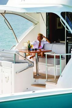 Riviera 75 Enclosed Flybridge - Shaft Drive