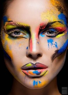 #¿Belleza o arte? Impresionante maquillaje Avant Garde...