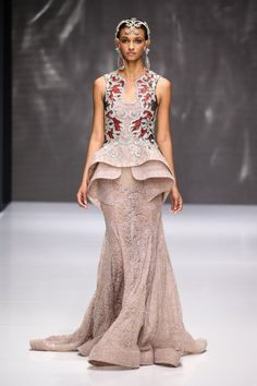 Sebastian Gunawan - 23 Stunning Wedding Dresses Fresh From The Paris Haute Couture Runway Couture Fashion, Runway Fashion, Fashion Models, Fashion Show, Fashion 2018, Beautiful Blouses, Beautiful Gowns, Sebastian Gunawan, Evening Dresses
