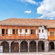 Beautiful portals and balconies colonial #MainSquare #Cusco #CityTour #MachuTravelPeru #FullyCustomizedTours
