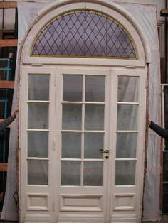 Arched transom single door with sidelights