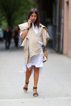A sculptural trench added interest to her white shirtdress.