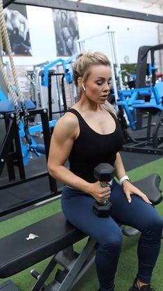 Heres the workout for you to try: Seated DB External Rotation Seated Press Chin Ups EZ Bar Curl + Press Barbell Front Raise Chest Supported Row Rear Delt Reverse Fly If you want more weight loss tips, visit our website! Bicep Workout Women, Biceps Workout, Gym Workouts, At Home Workouts, Deltoid Workout, Sport Fitness, Body Fitness, Workout Bauch, Shoulder Workout
