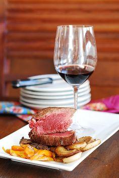 filet mignon steak with mushroom sauce