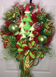 mesh christmas wreath ideas | Come see what else there is to discover...