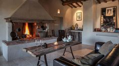 Follonico B&B, Torrita di Siena – Updated 2020 Prices Italian Home, Rustic Italian, Siena, Hotels In Tuscany, Tuscany Italy, Luxury Property For Sale, Small Luxury Hotels, Farmhouse Remodel, Farmhouse Style
