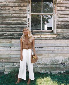 Elise Cook. Photo Source: https://www.instagram.com/elisecook Basket bag, woven bag, rattan bag, round bag, circle bag, summer bag, fall bag
