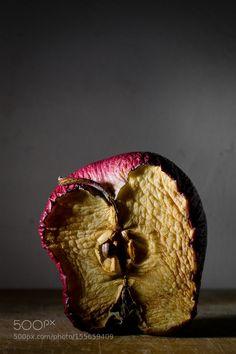 Overripe Apple / Manzana podrida by Omar Mora / Fruit Photography, Still Life Photography, A Level Photography, Decay Art, Rotten Fruit, Straight Photography, Growth And Decay, Still Life Fruit, Fruit Painting
