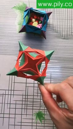 Instruções Origami, Origami Videos, Origami And Kirigami, Origami Folding, Origami Boxes, Oragami, Diy Crafts Hacks, Diy Crafts For Gifts, Easy Crafts