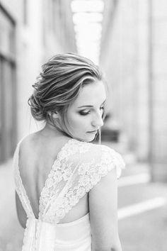 Klassisches Brautkleid      Fotografie:     Socha Fotografie     Brautmode:     Soeur Coeur     Brautmoden Atelier:     Brautkleid bleibt Brautkleid     Haare & Make Up:     Daniela