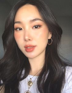 Make-up Asian glowy 49 besten Ideen - Makeup Tutorial Smokey Korean Makeup Look, Korean Makeup Tips, Korean Makeup Tutorials, Korean Beauty, Asian Beauty, Asian Makeup Looks, Eyeshadow Tutorials, Korean Makeup Tutorial Natural, Dewy Makeup Tutorial
