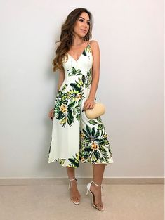 Macacao Cropped Folhas ao Vento Dressy Outfits, Simple Outfits, Spring Outfits, Prom Dresses With Sleeves, Modest Dresses, Summer Dresses, Look Fashion, Cute Fashion, Fashion Design