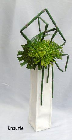 Contemporary Flower Arrangements, Creative Flower Arrangements, Flower Arrangement Designs, Church Flower Arrangements, Funeral Arrangements, Design Floral Moderne, Modern Floral Design, Arrangements Ikebana, Ikebana Flower Arrangement