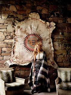American actress Blake Lively graces the cover of Vogue US, August 2014 issue. Photographedunder the lens of legendary Mario Testino in Jackson Hole, Wyoming. Mario Testino, Vogue Covers, Vogue Uk, Blake Lively Vogue, Wyoming, Who What Wear, Boho Chic, Rustic Chic, The Frye Company