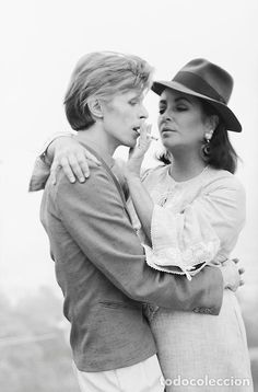 FOTO POSTAL David Bowie and Liz Taylor, 1975