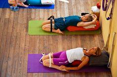 El método de Iyengar Yoga permite ir conociendo y perfeccionando las Asanas del Yoga. Es un sistema progresivo de aprendizaje que cualquiera puede practicar